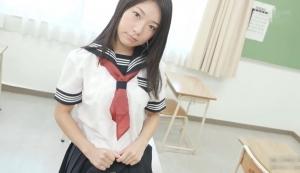三崎祐子 グラビアアイドルの制服動画 セーラー服